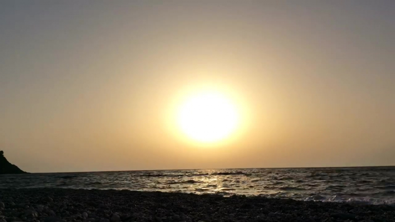 Eine Zeitraffer Aufnahme des Sonnenuntergangs in Dubai, diesen Jahres! Wie ist so etwas möglich, wenn die Sonne angeblich mehr