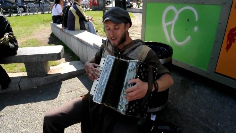 Scott Dunbar One Man Band Singing Tin Foil Hat - DSC 2089
