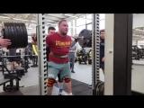 Тимур Гадиев приседает 320