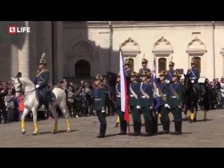 Первая, в этом году, церемония развода пеших и конных караулов Президентского полка. ( Соборная площадь Кремля ).