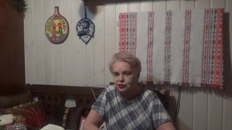 Ольга Сергеевна Соина читает ироничные стихи