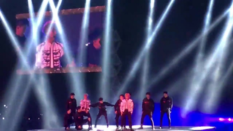 180428 The ElyXiOn in Manilф EXOs Baekhyun Xiumin — Dance Break