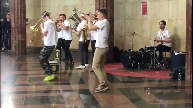 Лабают ребята)