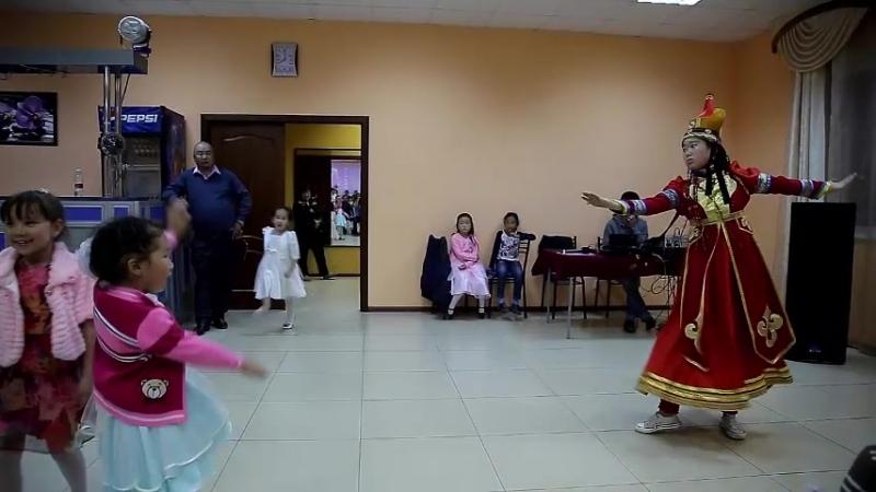 монгольск.танец
