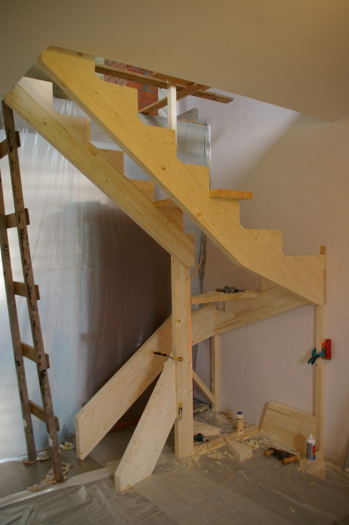 Деревянная лестница своими руками.