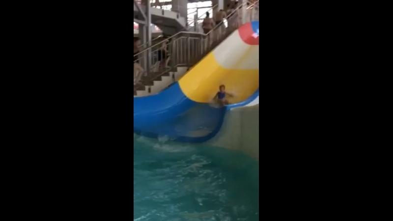 Аврора в аквапарке