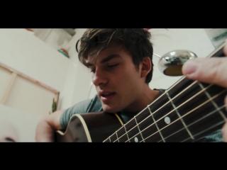 Dvicio feat. Jesús Reik  Mau y Ricky - Qué Tienes Tú ft. Jesús Reik, Mau y Ricky