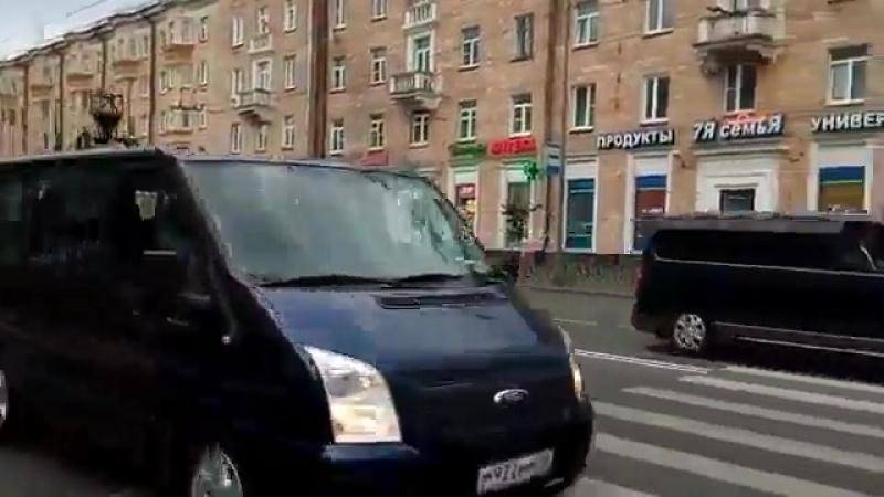 Жители Петрозаводска с трудом сосчитали автомобили в кортеже Медведева. Почему наше правительство так боится нашего народа? Пере