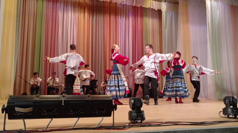 Вокально - хореографический ансамбль ,,Русь,, ,мы на концерте перенимает опыт