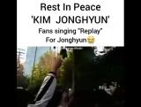 fans singing `replay` for jonghyun