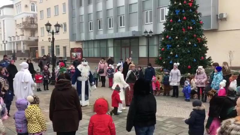Новогодняя елка на Кабардинской
