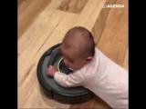 Пылесос катает малыша
