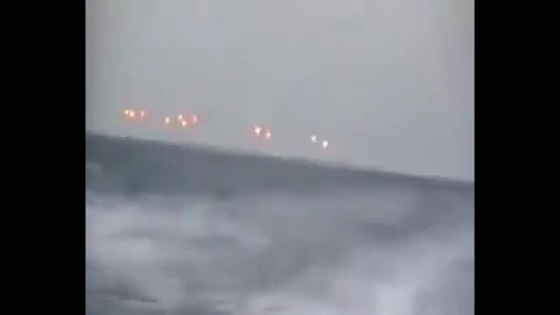 13 НЛО преследуют катер береговой охраны