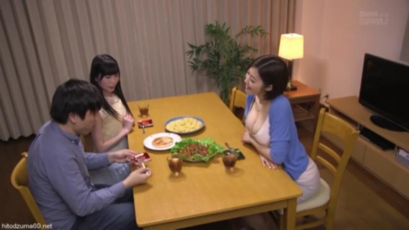 Аппетитная японочка соблазняет парня своей сестры Japanese