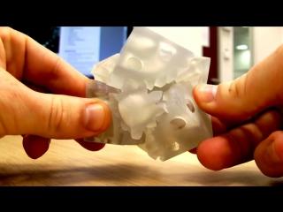 Этот куб напечатан на 3D принтере, будущее наступает 😃