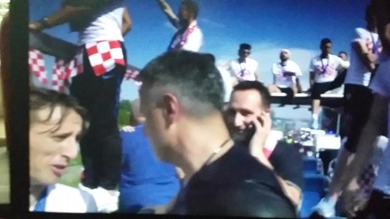 Путь Луки Модрича и сборной Хорватии по футболу из аэропорта (20180716_173259)