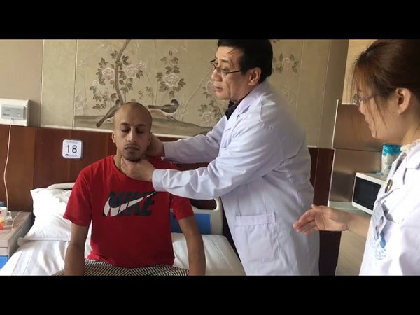 Chen Zhiqiang gives consultation to Saudi patient