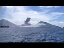 Взрыв вулкана разгоняет облака
