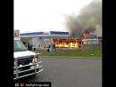 Пожарного завалило обломками горящих конструкций США