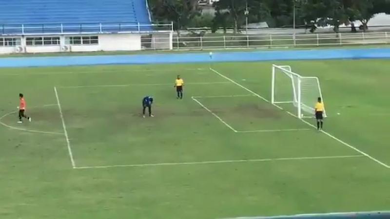 Вратарь так радовался не забитому пенальти, что не заметил как закатился мяч. А я вам всегда говорю: НЕ ВЫЁБЫВАЙТЕСЬ