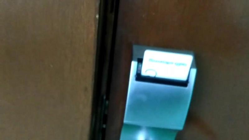 Санаторий Дюны - подробный обзор дверной ручки с внешней стороны двери.