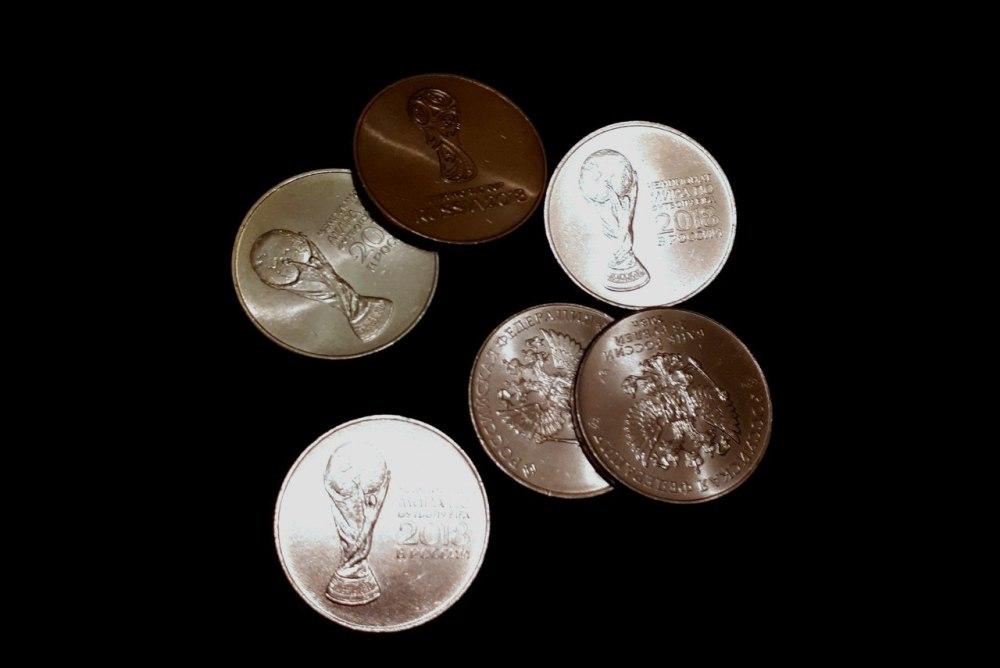 В Томскую область поступило 300 000 «футбольных» монет