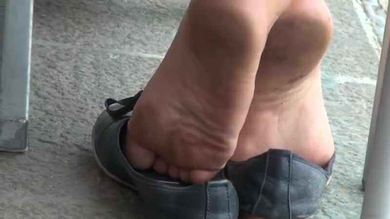 Very dirty and stinky feet shoeplay