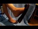 Секси ножки школьницы дома в колготках и балетках
