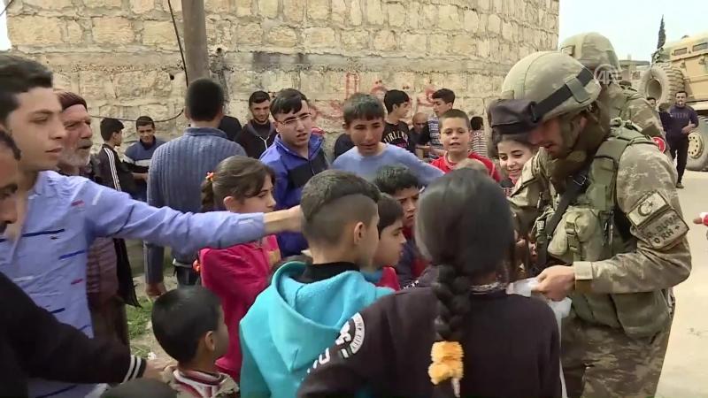 Теплое приветствие турецких солдат в Африне