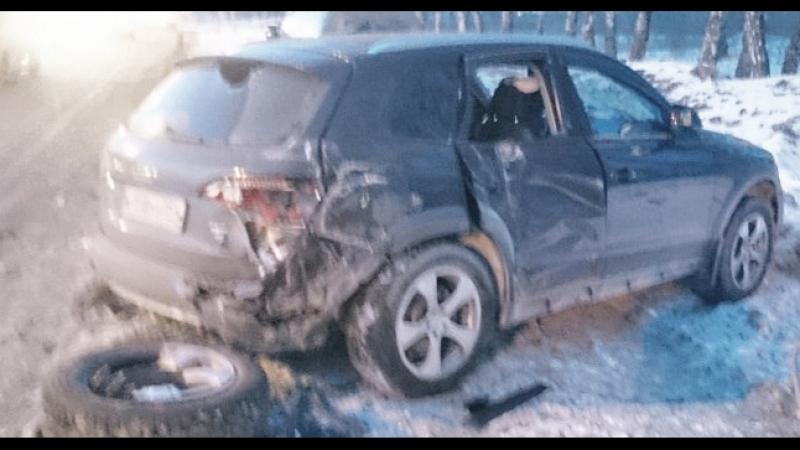Тойота столкнулась с фурой и протаранила встречную Ауди в Бердске