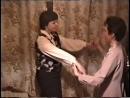 Лена и Ира танцуют под светину песню