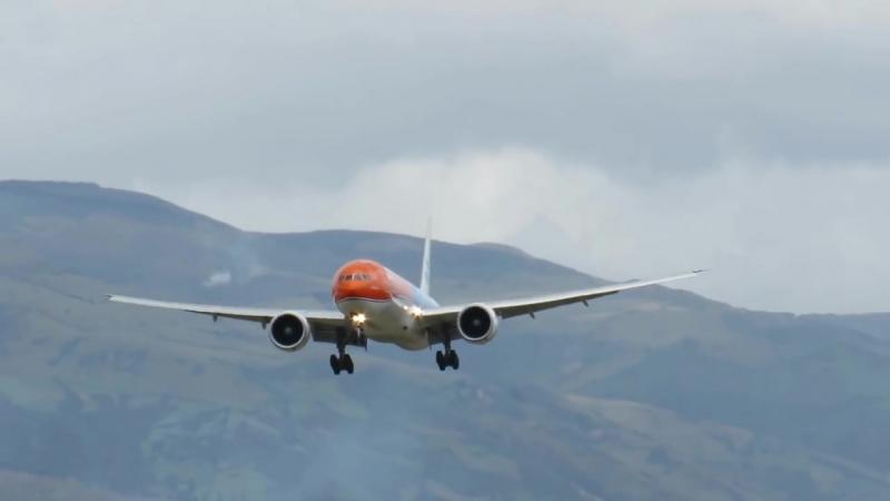 B777-300ER KLM QUITO-ECUADOR, LANDING