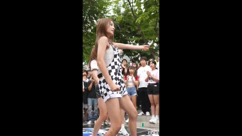 18.08.18 NEONPUNCH (Iaan) — HandClap (Fitz and the Tantrums Dance Cover) @ Hongdae Busking