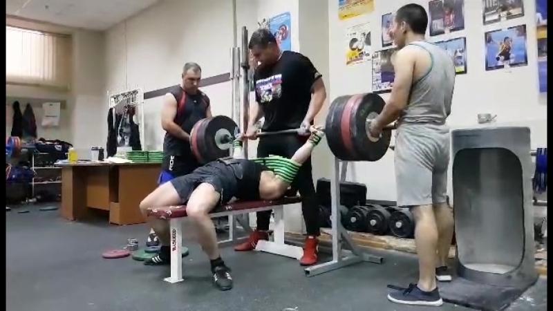 Жим в слинге 200 кг * 3 раза