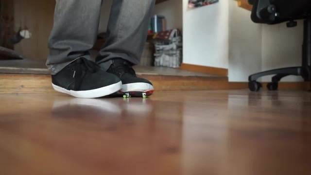 720 Flip on a Fingerboard (no fingers)