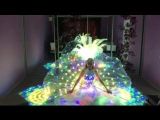Пиксельные костюмы от LeDanceFashion: перьевые веера, корона, юбка-трансформер