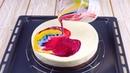 Несколько капель в глазурь. Когда мы польем ею торт, все будут в восторге!