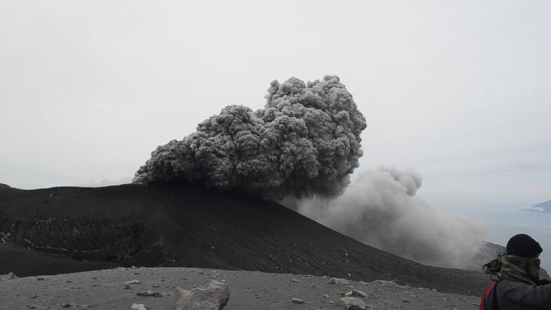Извержение вулкана Эбеко.