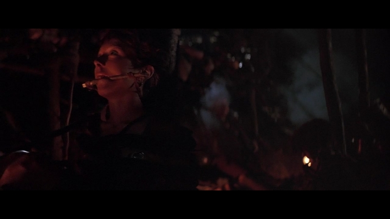фрагмент с бдсм(bdsm, насилие, бондаж) из фильма: Mad Max 3(Безумный Макс 3: Под куполом грома) -1985 год