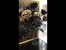 Черно-золотые розы для школы танцев