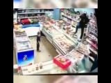 Яжмать в магазине разнесла прилавок