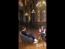 Novo vídeo de Jamie dando entrevistas no Palais Garnier