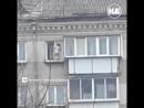 В Челябинске голый младенец танцевал на карнизе пятиэтажки