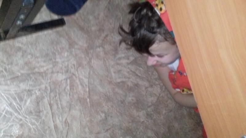 Спас Серёга дебил уснул под кроватью
