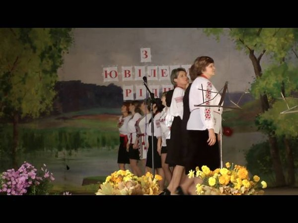Танець вчителів Хащуватської школи - подарунок до ювілею рідного навчального закладу