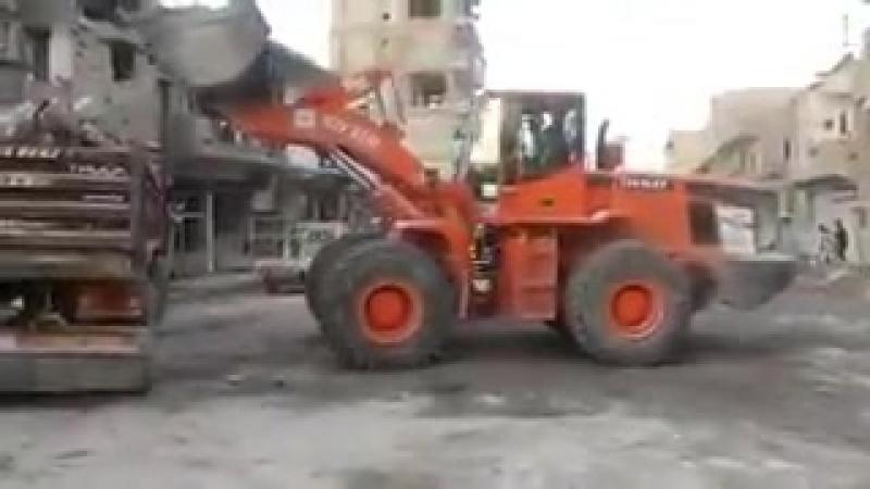Жизнь в г. Ракка возвращается к прежним нормам. Работа по очистке дорог и ловушек террористов продолжается.