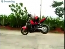 Трюкач на мотоцикле.mp4