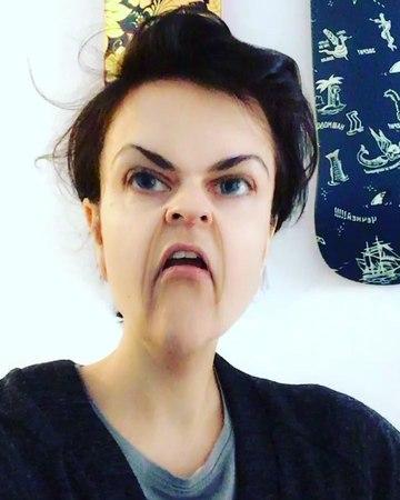 "Shelest Olga on Instagram ""С праздником, милые девушки! Будьте счастливы!🌷"""