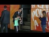 Мальчик плакал у автобуса португальской сборной из-за того, что не успел сфотографироватьс
