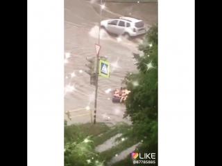 Тольяттинцы развлекаются после дождя